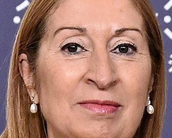 XIII edición del Foro Empresa Pontevedra con Ana María Pastor Julián. «La política y la economía, de lo general a lo local»